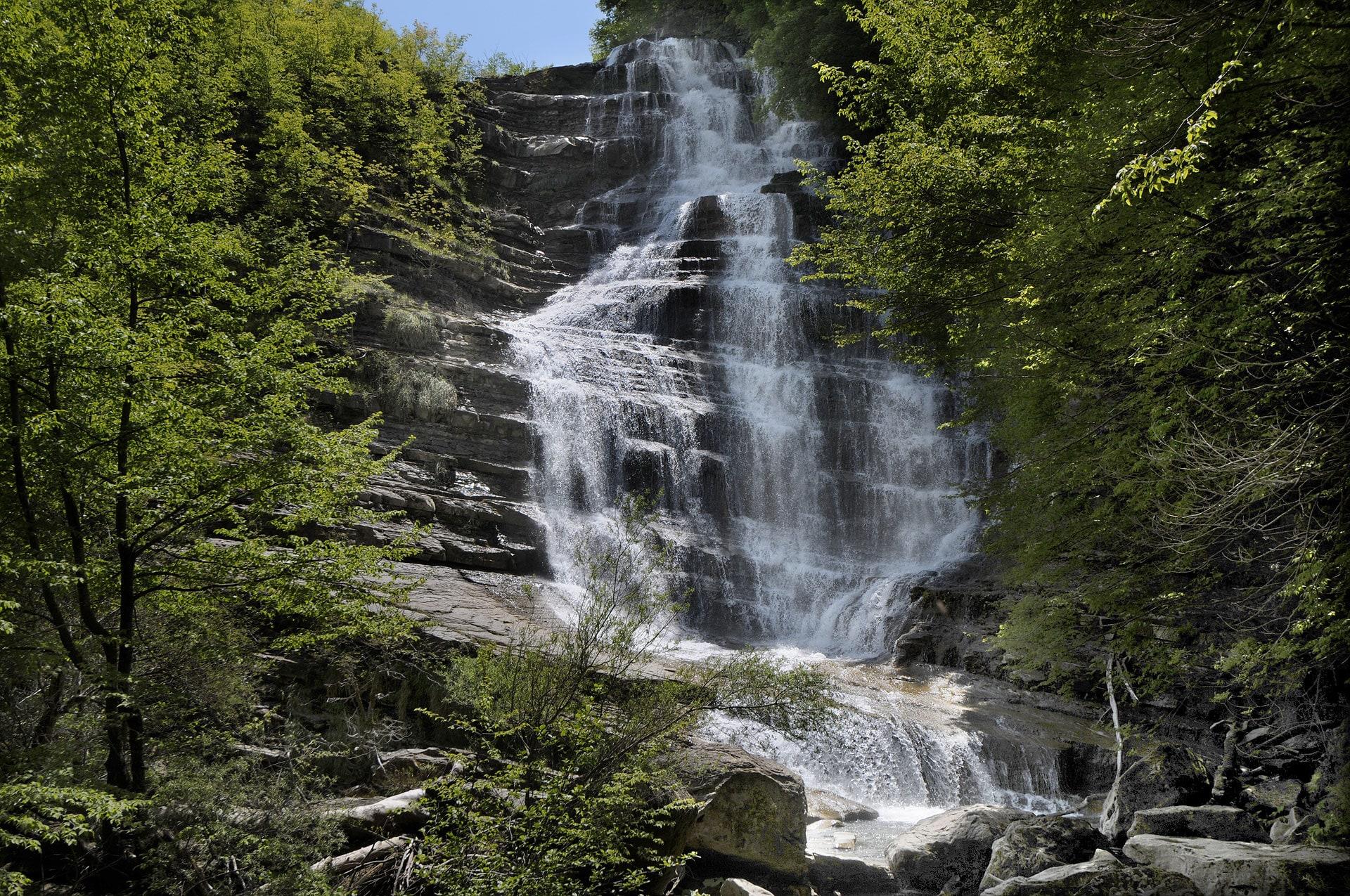 Percorsi trekking fino alla cascata dell'Acquacheta nel Parco Nazionale Casentinese
