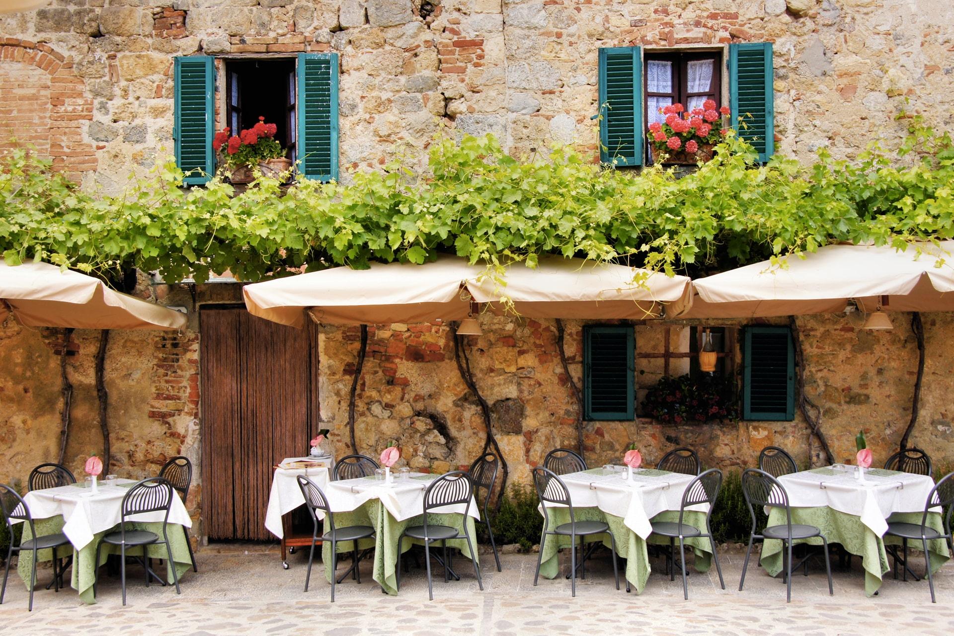 facciata di un ristorante tipico nei dintorni della toscano