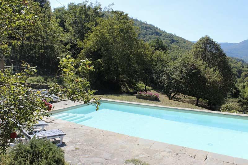 La vista sulla piscina della Tenuta mazzini, agriturismo vicino Firenze