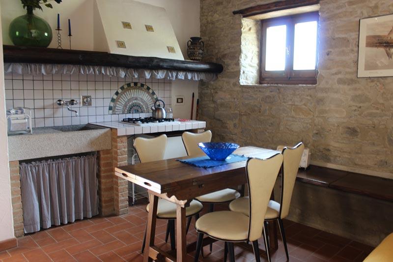 La cucina dell'appartamento la stalla alla Tenuta Mazzini